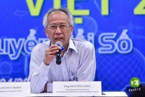 Ông Nguyễn Long - Tổng thư ký Hội Tin học Việt Nam, Chủ tịch Hội đồng Giám khảo trả lời câu hỏi của các phóng viên