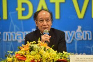Ông Phạm Huy Hoàn - Tổng biên tập Báo Dân trí, Trưởng Ban Tổ chức chia sẻ với phóng viên báo chí